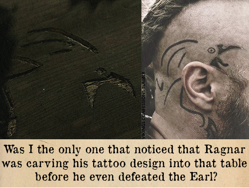 El tatuaje en la cabeza del persona de Ragnar de la serie Vikings, un cuervo, asociado a Odín.