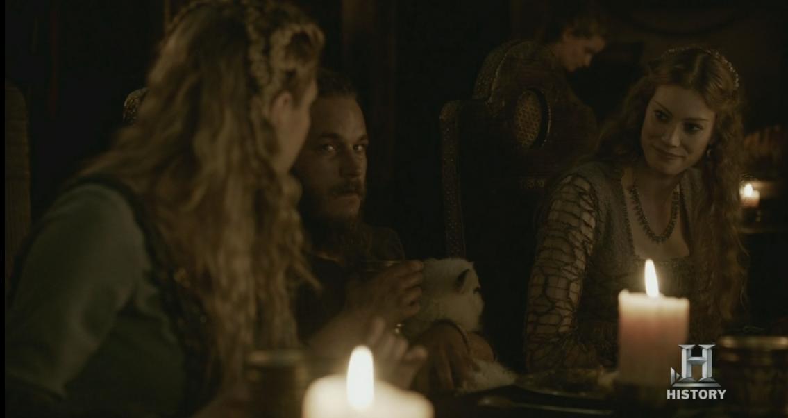 Aslaug explicándole a Lagertha que su padre aparece en las Sagas.