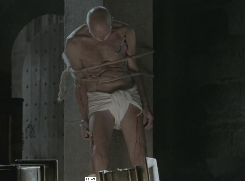 Escena de la serie, el Obispp de Winchester siendo torturado y asaeteado.