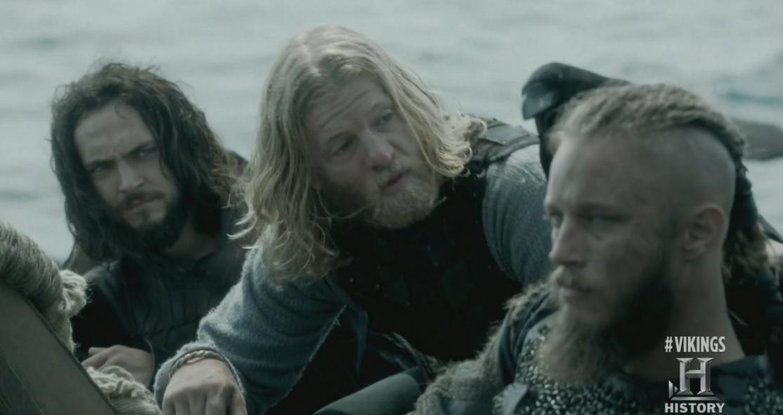 Ragnar y el cuervo. También en clara alusión a Odín.