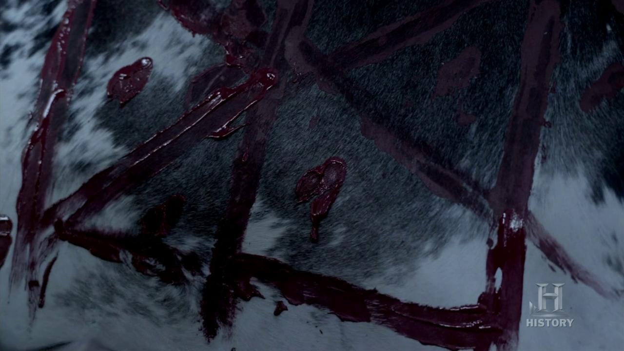 Símbolos pintados en sangre, muy parecidos a los que podemos encontrar en el Galdrabok.