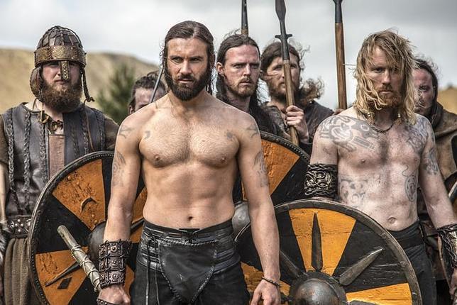 Vikingos Serie Vikings. Poco históricos, muy atractivos.