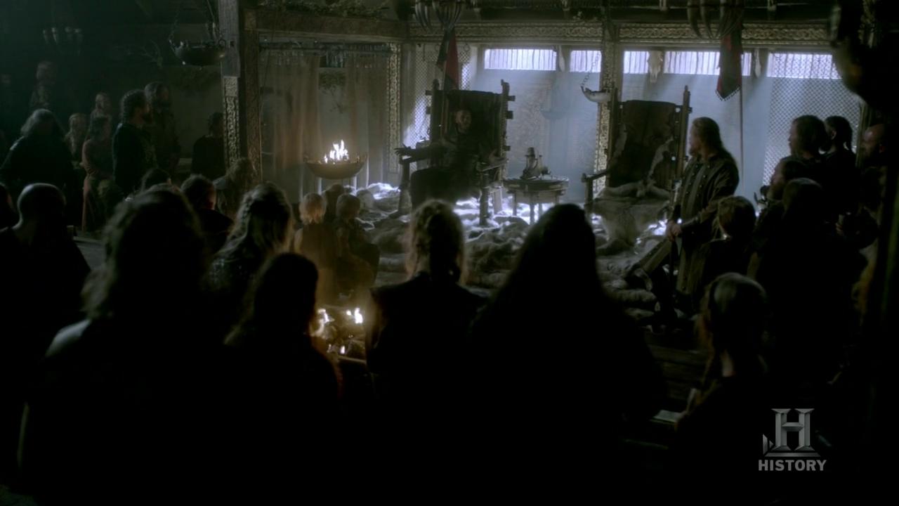 Ragnar contándole a todos que irán a saquear París.