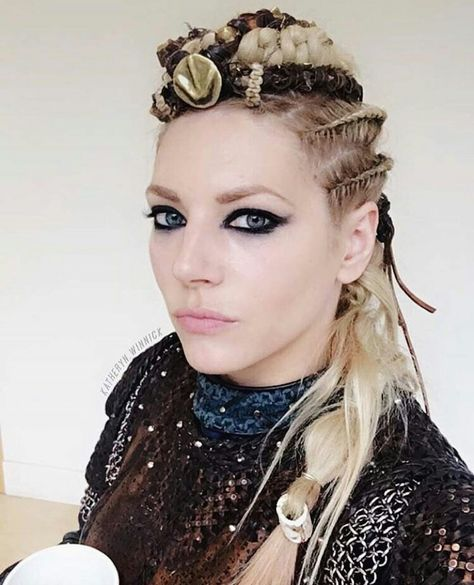 56589b15e0f9450634c982b529064088--vikings-hairstyles-lagertha-hairstyle