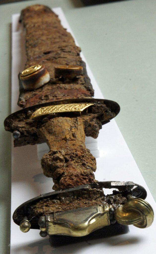 espada con anillo